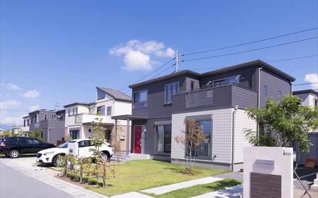 マンションを売って一戸建ての家を購入する「住み替え」の方法について
