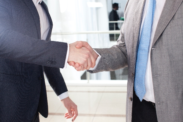 家を買い替えて住み替える時に家が売れない場合は業者買取も検討する!